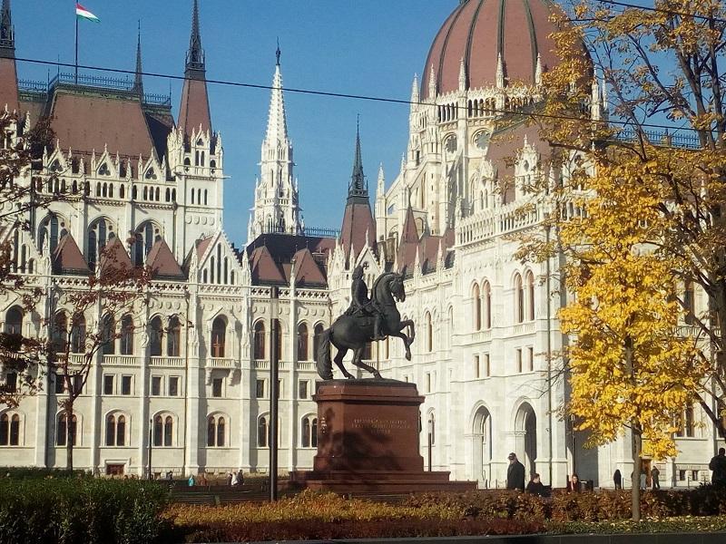 Pogled na Parlament.jpg